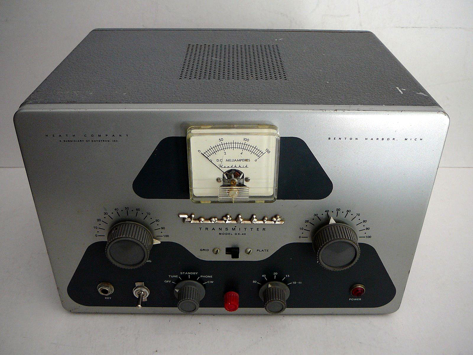 Ham Radio And Vintage Short Wave Radios At The Museum Of Yesterday Transistor Oscillator Circuit Likewise One Tube Cw Transmitter As Well Heathkit Vf 1 Was A Popular Companion Piece To Heathkits Novice Class Crystal Controlled Dx Series Transmitters Unit Employs Single