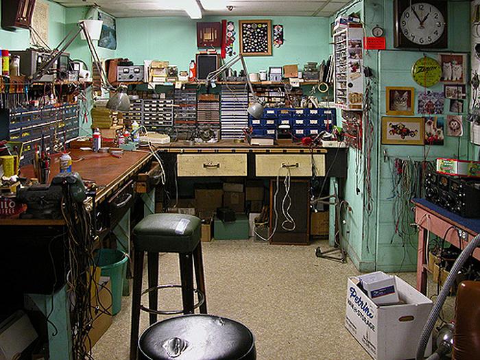 dating vintage car radios